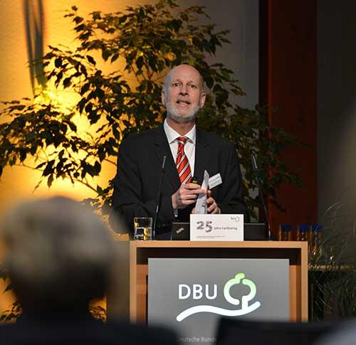 Prof. Stephan Rolfes erläutert das Engagement der Stadtwerke Osnabrück im CarSharing der Stadt